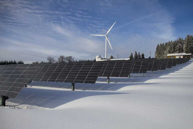how does snow affect solar panels