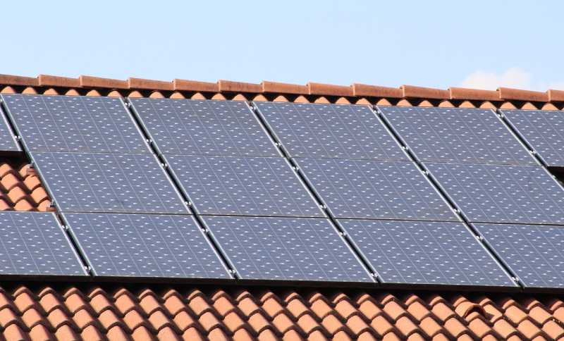 Do Solar Panels Cool Your Roof