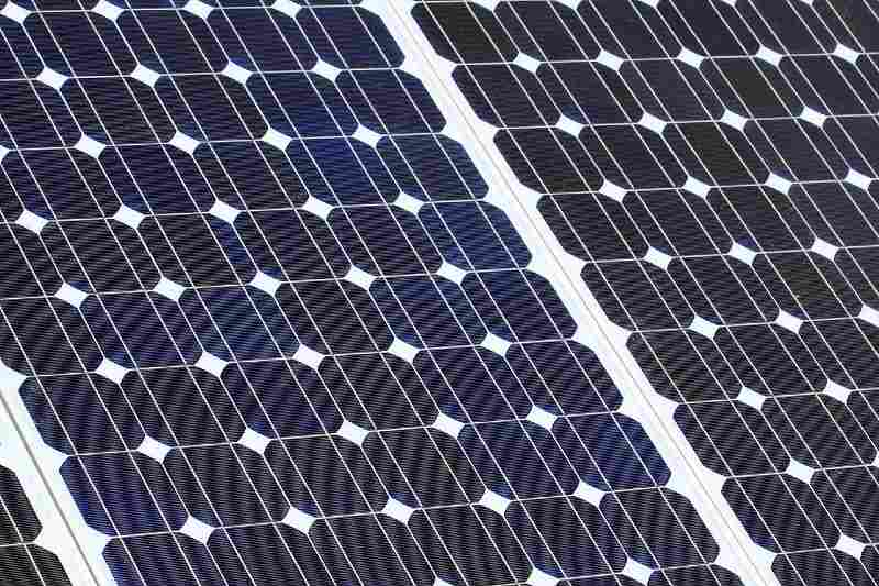 what's the difference between poly and mono solar panels